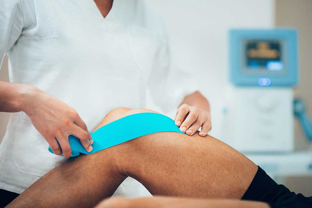 How to Care for a Swollen Knee (And When to Seek Help)